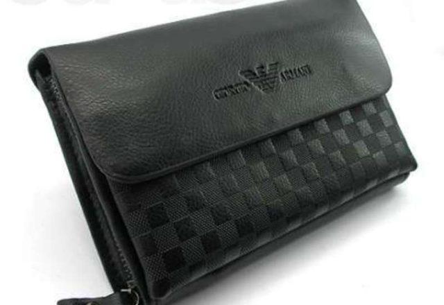 Комплектация: Фирменная коробка Armani, фирменный чехол Armani, портмоне