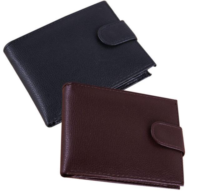 В некоторых из них можно носить только деньги, другие вмещают также банковские карточки или документы