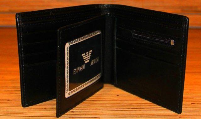 Отделения для купюр, визиток и пластиковых карт