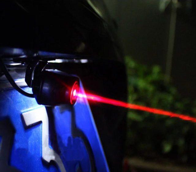 В темное время суток лазерный пучок, испускаемый светодиодом, становится особенно заметным
