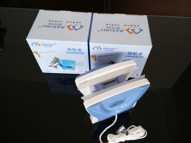Щетки для мытья толстых стеклопакетов отличаются от простых устройств для стекол более сильными магнитами