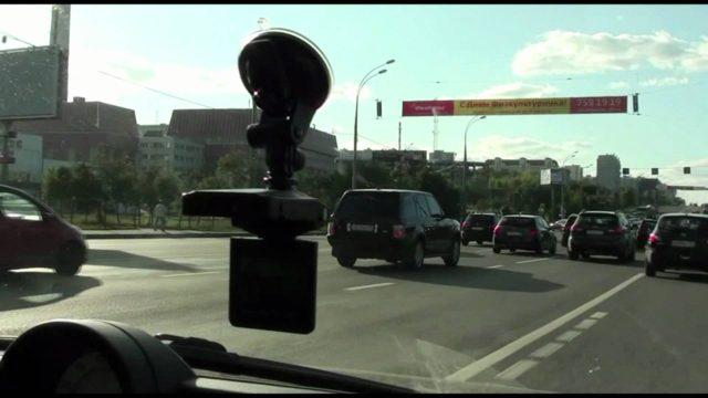 Устройство имеет линзу Smart Lense, которая выполнена с применением современных технологий и умеет улучшать записываемую картинку