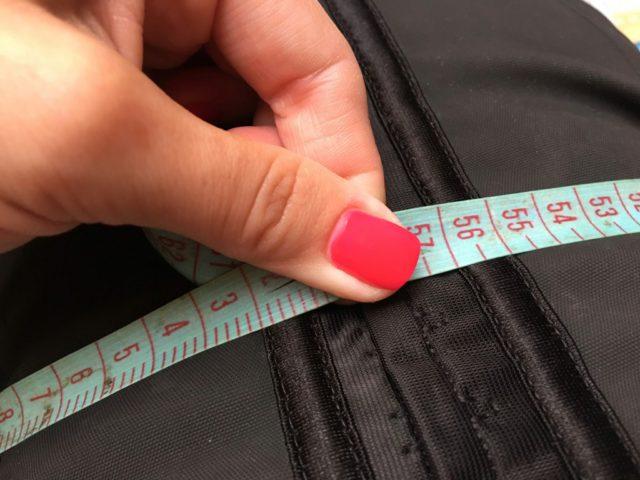 Три ряда крючков на застежке корсета предотвращают возможные повреждения позвоночника при физических упражнениях